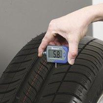 Controleur-de-pression-digital-et-d'usure-des-pneumatiques-Michelin-212077